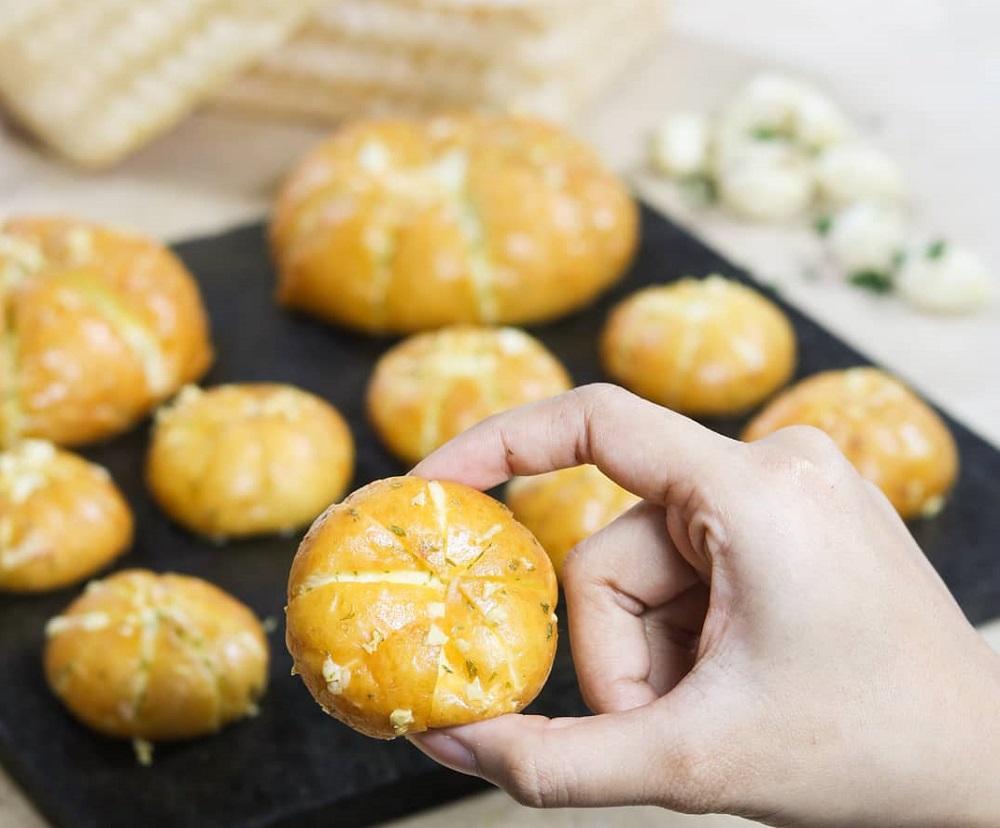 Minion Garlic Cheese Bread © Grand Aston Yogyakarta