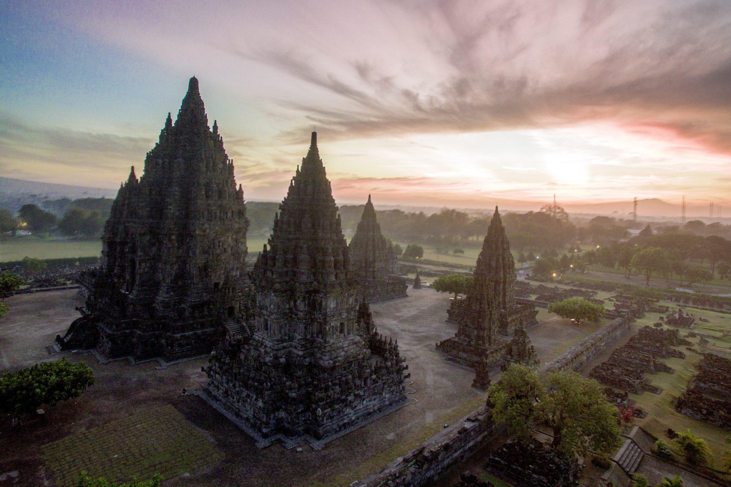 Candi Prambanan via www.borobudurpark.com