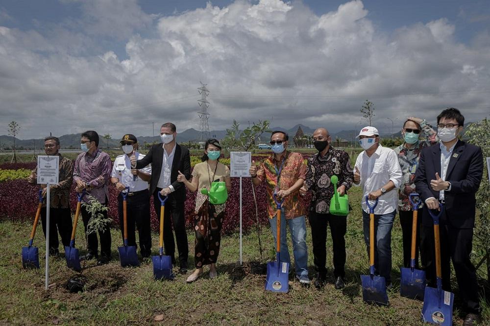 Royal Ambarrukmo Yogyakarta Tanam 11 Pohon di Bandara YIA © Royal Ambarrukmo Yogyakarta